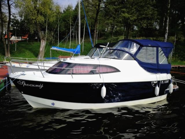 Kadłub łodzi pływającej po jeziorach Mazur