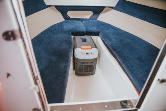 Wypożyczalnia motorówek Mazury pilothouse łódź wędkarska do wynajęcia