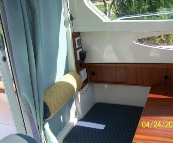 Wnętrze łodzi Quicskilver 635 weekend