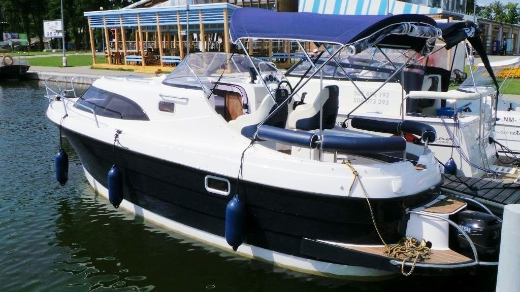 motor yacht am 700 rental poland