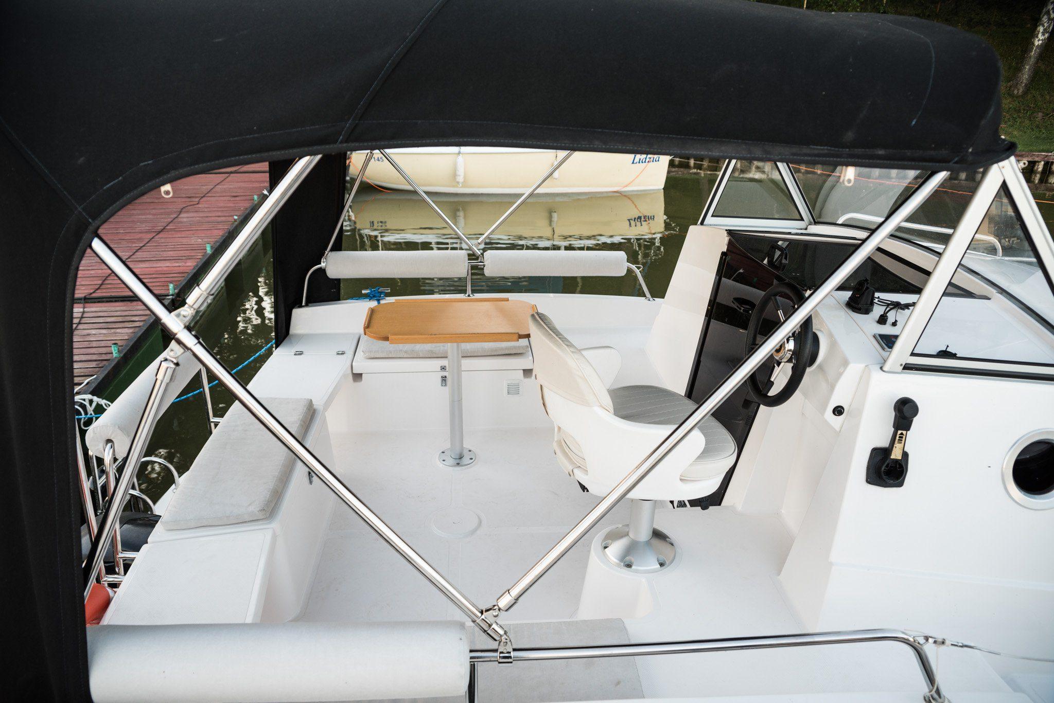 kokpit jachtu motorowego nexus