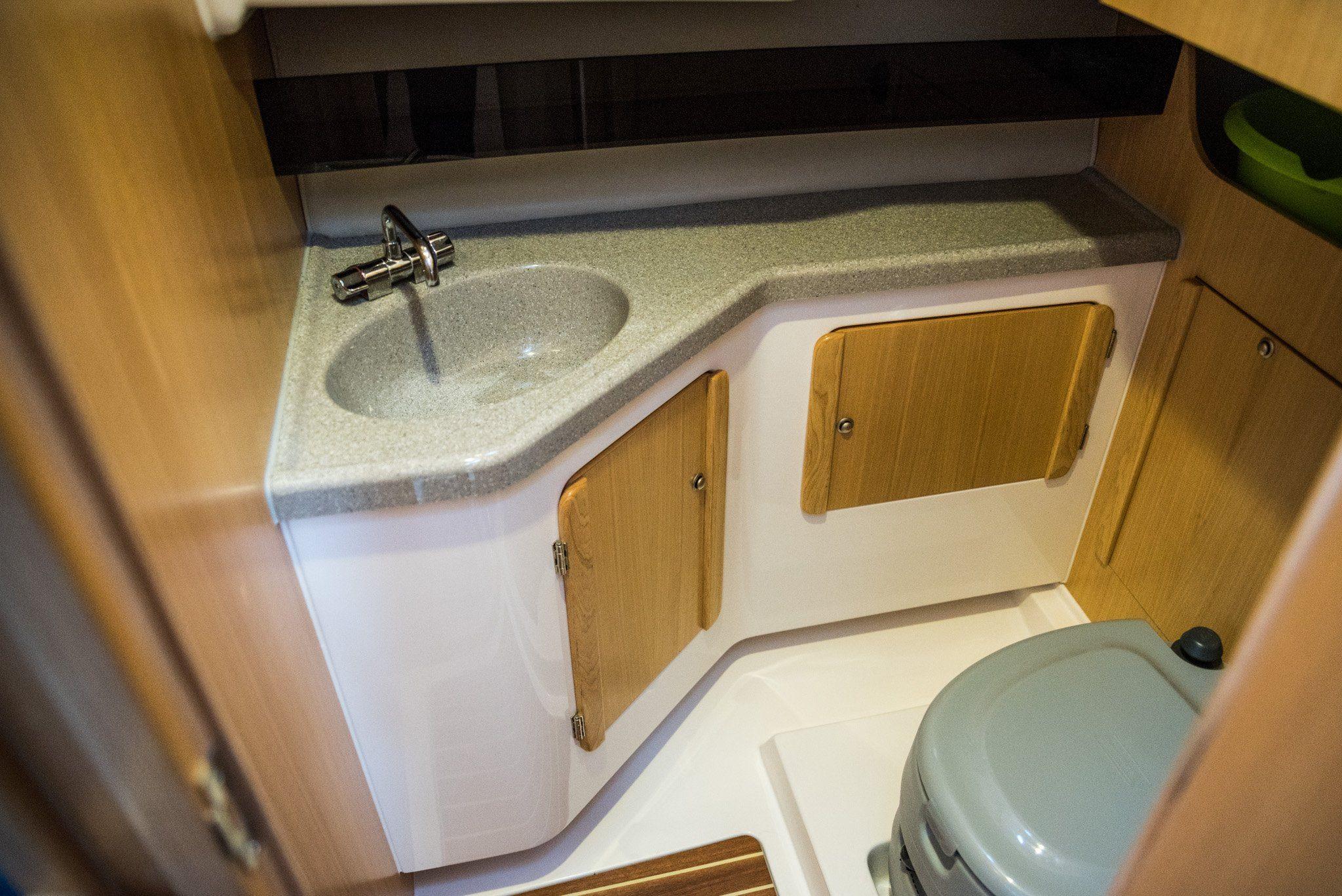 toaleta wynajem łodzi motorowej nexus 850