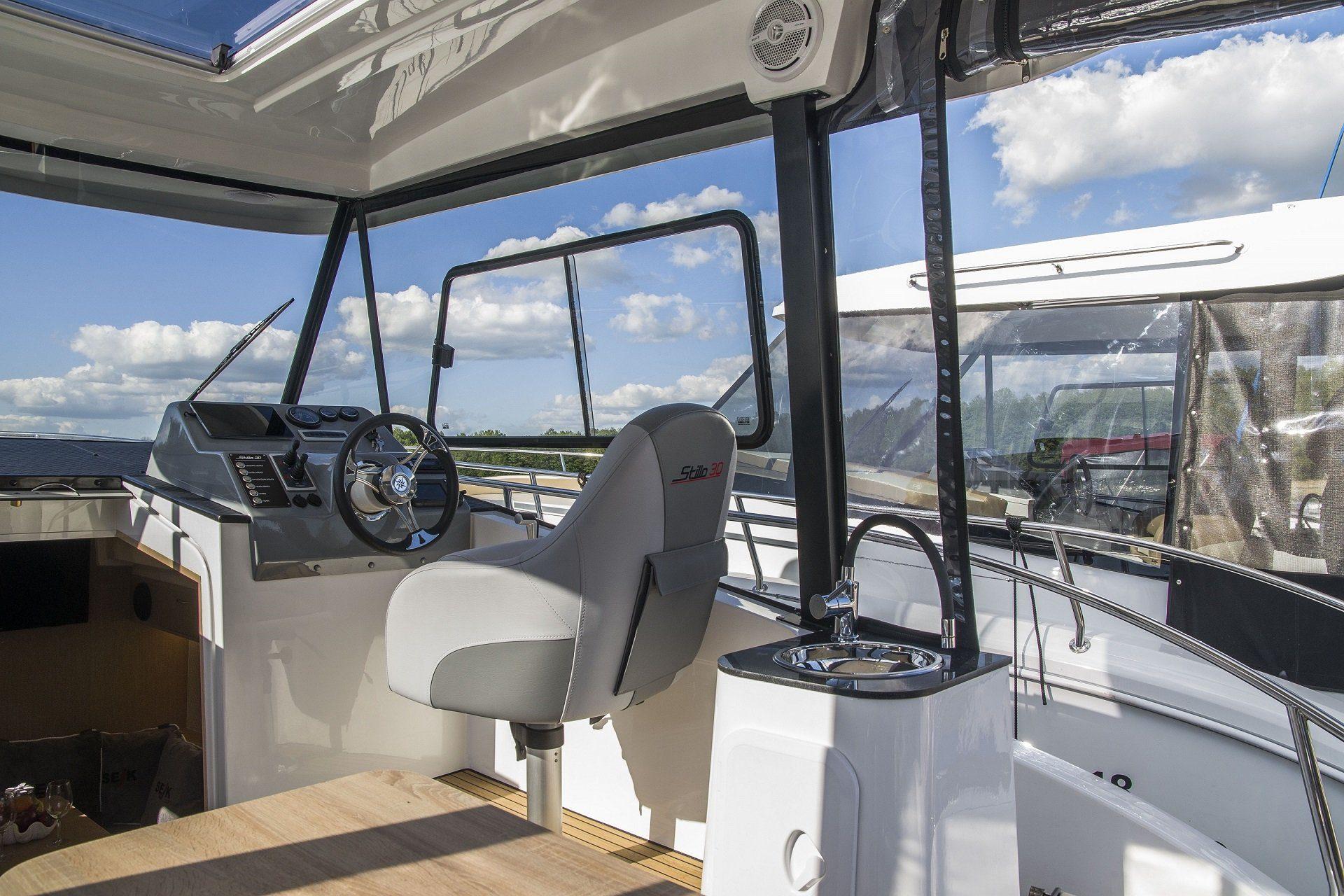 Stillo 30 czarter jachtów motorowych