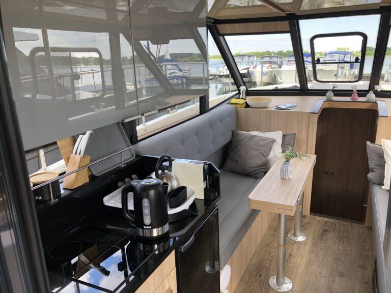 kambuz wnętrze jachtu