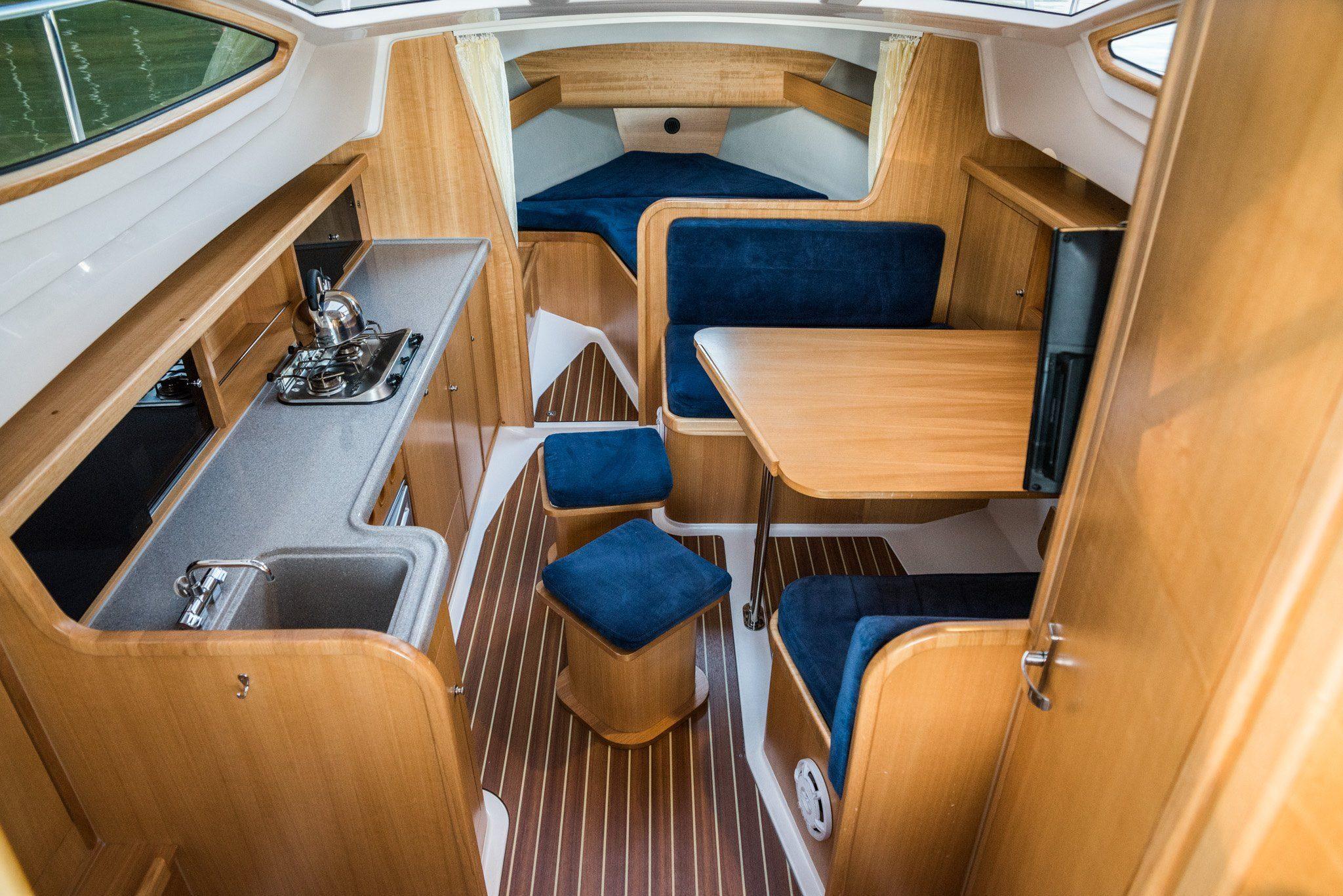 salon wynajem łodzi o długości 850 cm mazury