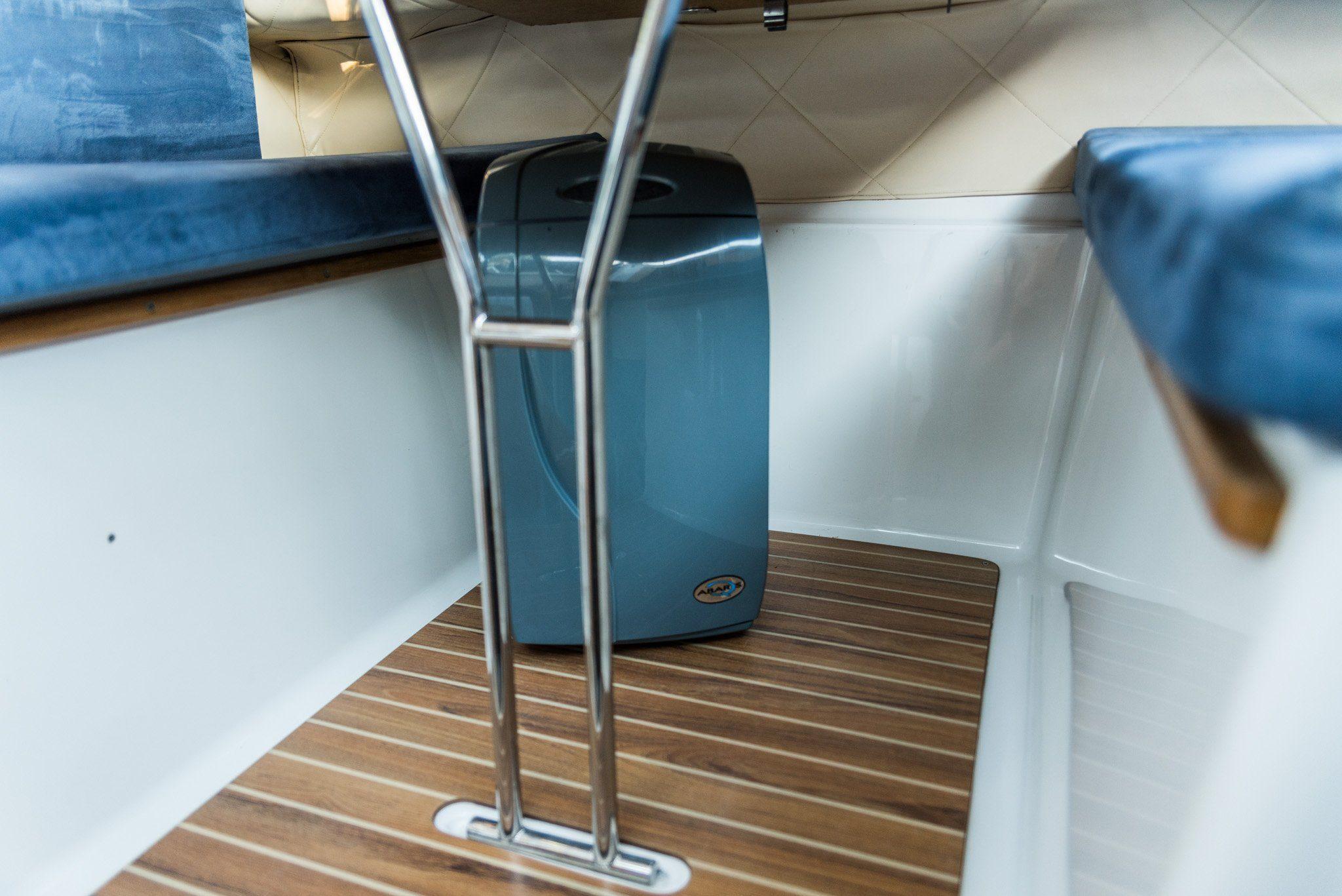 quicksilver 650 wnętrze łodzi do wynajmu