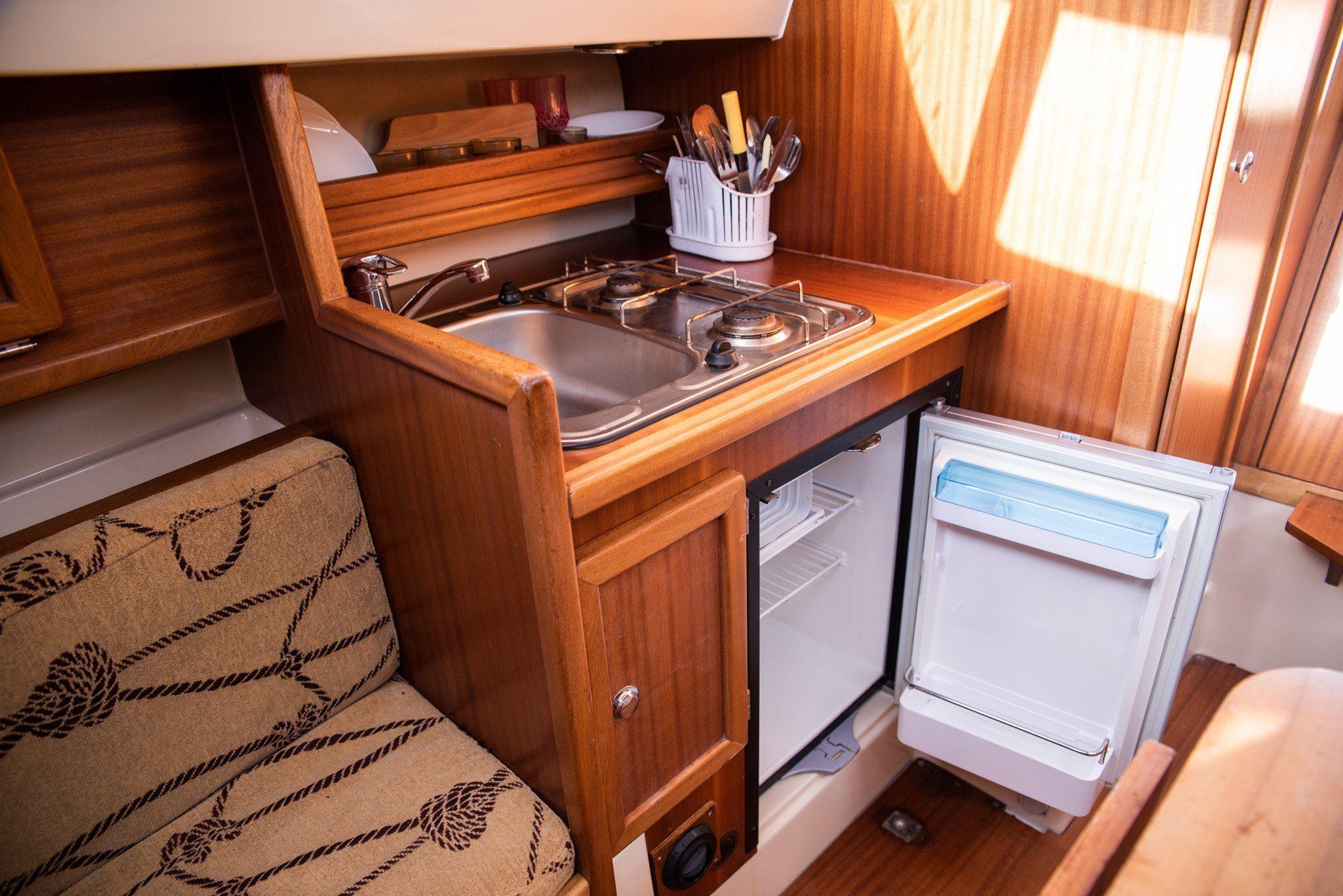 sunhorse 25 wnętrze łodzi motorowej mazury