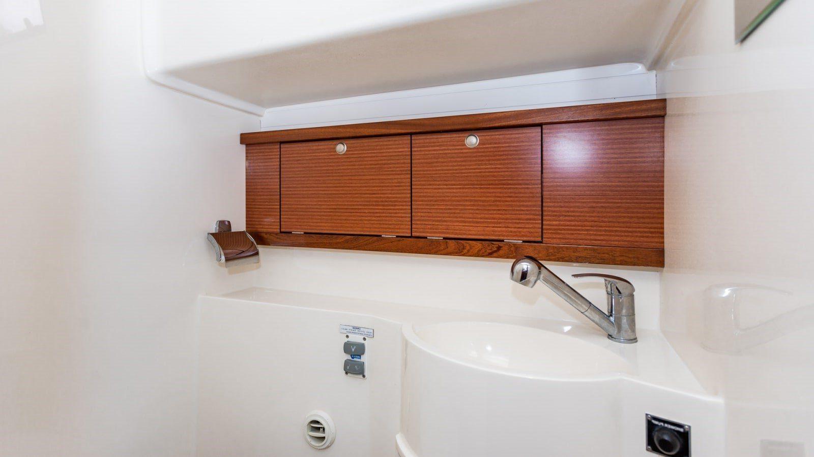 jacht łazienka czarter houseboat