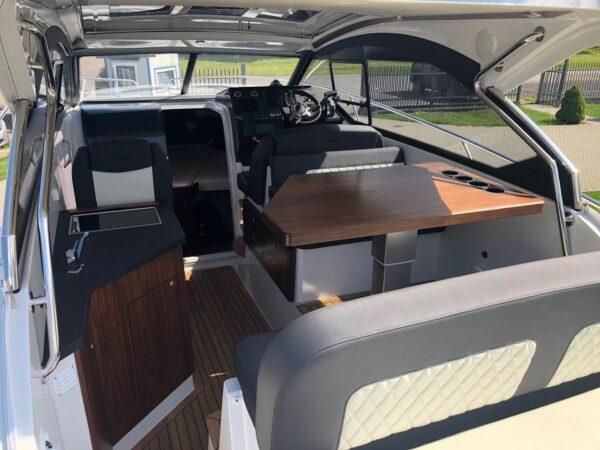 grandezza jacht motorowy kokpit