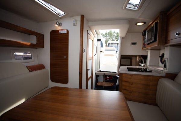 kabina motorówki sundancer sea ray